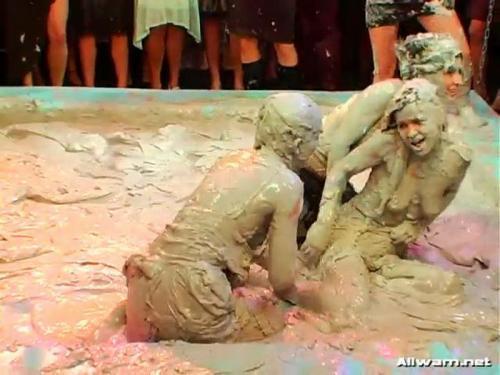 Lora Licious Vs. Luccia Fiamma – Messy Mud Battle. 12.03.2008. AllWam.net (178 Mb)
