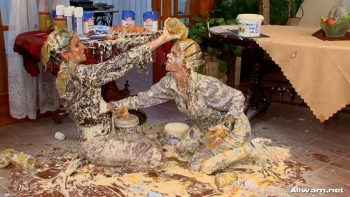 Furious Female Food Fight – Yulia And Sofia. 14.10.2008. AllWam.net (915 Mb)
