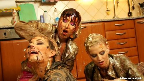 Photo Shoots and Bakeries, The Perfect Mix – Kate, Vanessa, Carmen Croft. 25.01.2012. AllWam.net (977 Mb)