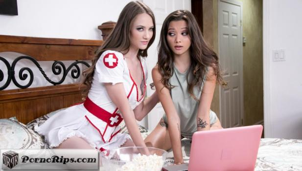 webyoung-18-10-31-samantha-hayes-and-alex-de-la-flor-scary-movie-night.jpg