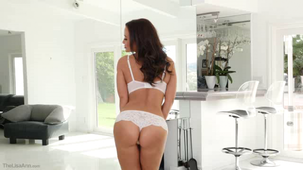 thelisaann-18-11-02-horny-housewife.png