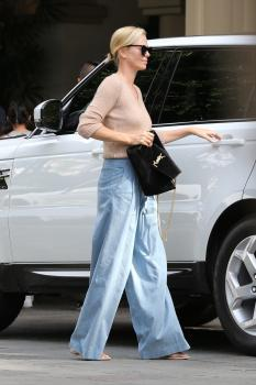 Charlize-Theron-out-in-Beverly-Hills-11%2F4%2F18-c6sf4q01ht.jpg