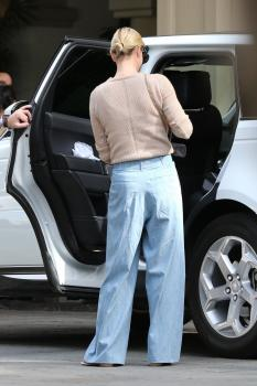 Charlize Theron out in Beverly Hills 11/4/18 q6sf4q3zgz.jpg