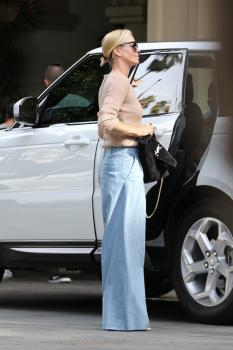 Charlize-Theron-out-in-Beverly-Hills-11%2F4%2F18-q6sf4q4hbm.jpg
