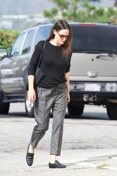 Jennifer-Garner-arriving-at-church-in-Pacific-Palisades-11%2F4%2F18-q6sf4pjuyq.jpg