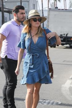 Reese-Witherspoon-out-for-dinner-at-Gjelina-in-Venice-11%2F4%2F18-a6sf4lflyk.jpg