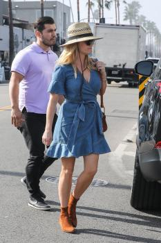 Reese-Witherspoon-out-for-dinner-at-Gjelina-in-Venice-11%2F4%2F18-o6sf4l06su.jpg