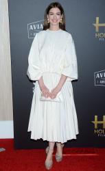 Anne-Hathaway-the-Hollywood-Film-Awards-in-Los-Angeles-11%2F4%2F18-f6sf49elys.jpg