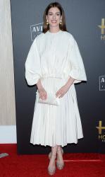 Anne-Hathaway-the-Hollywood-Film-Awards-in-Los-Angeles-11%2F4%2F18-d6sf49fgox.jpg