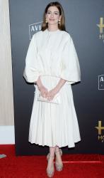 Anne-Hathaway-the-Hollywood-Film-Awards-in-Los-Angeles-11%2F4%2F18-x6sf49ha2z.jpg