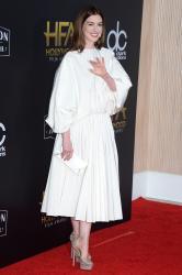 Anne-Hathaway-the-Hollywood-Film-Awards-in-Los-Angeles-11%2F4%2F18-n6sf4977no.jpg