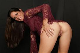 milftrip-e08-sofie-marie-bald-pussy-milf-photographer-chick-found-at-the-park.jpg