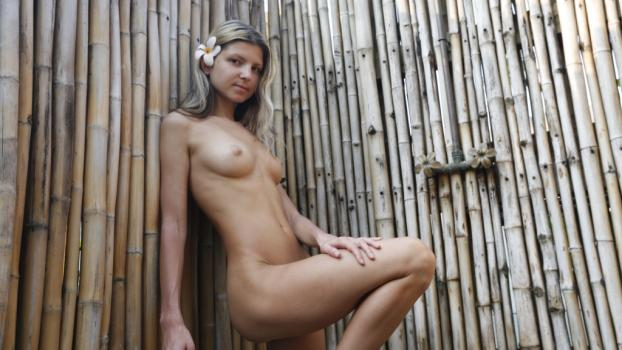 paradisegfs-e01-valentina-day-1-outdoor-shower-sex.jpg