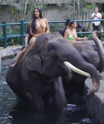 kim-kardashian-on-vacation-in-bali-102718-4.jpg