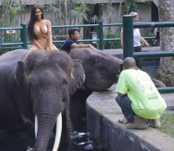 kim-kardashian-on-vacation-in-bali-102718-6.jpg