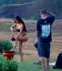 kim-kardashian-bikini-candids-in-bali-102518-7.jpg