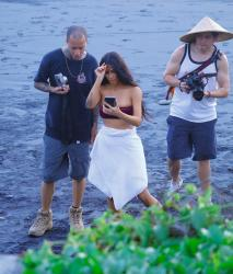 kim-kardashian-bikini-candids-in-bali-102518-8.jpg