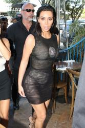 kim-kardashian-out-for-lunch-in-la-42017.jpg