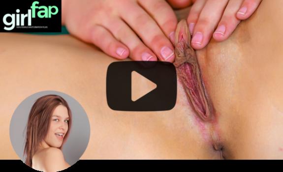 girlfap-e39-abby-paradise-spanking-the-clit.png