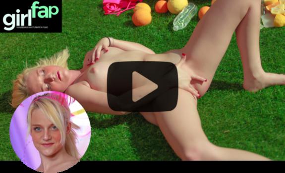 girlfap-e43-juliana-picnic-ecstasy.png