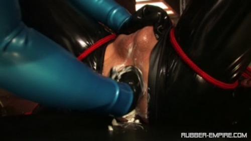 Contessa Cara – Anal training. Rubber-empire.com (382 Mb)