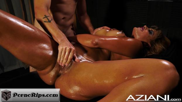 aziani-18-11-09-mercedes-carrera-enjoys-her-massage-and-happy-ending.jpg