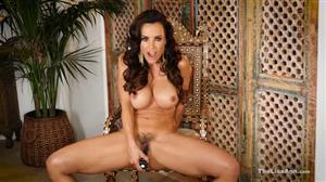 thelisaann-18-11-09-red-and-white-lace-masturbator.jpg