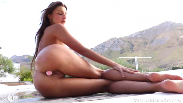 melenamariarya-18-11-05-love-me-and-fuck-me.png