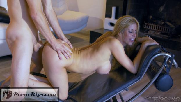 likedaughterlikemother_s04_tylernixon_alexisfawx_00_18_33_00014.jpg