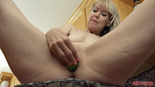 allover30-18-11-12-jamie-foster-mature-pleasure.jpg
