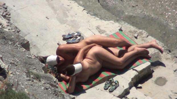 Скрытая камера на пляже русские видео сперму клиторе