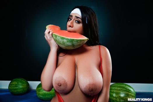 bignaturals-18-11-13-violet-myers-wetter-melons.jpg
