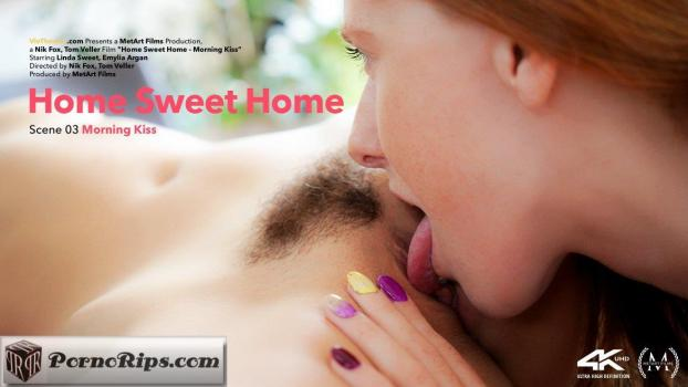 vivthomas-18-11-14-emylia-argan-and-linda-sweet-morning-kiss.jpg