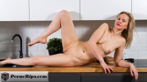 anilos-18-11-16-midge-blonde-babe.jpg