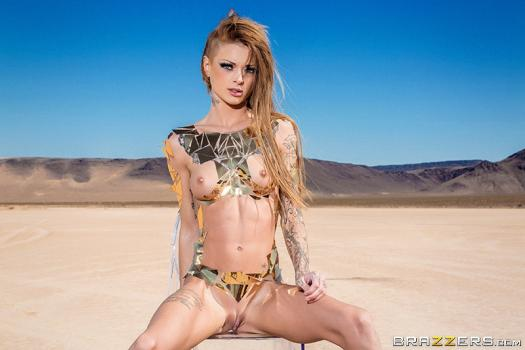 brazzersexxtra-18-11-17-kimber-veils-sandy-siren-of-the-skies.jpg