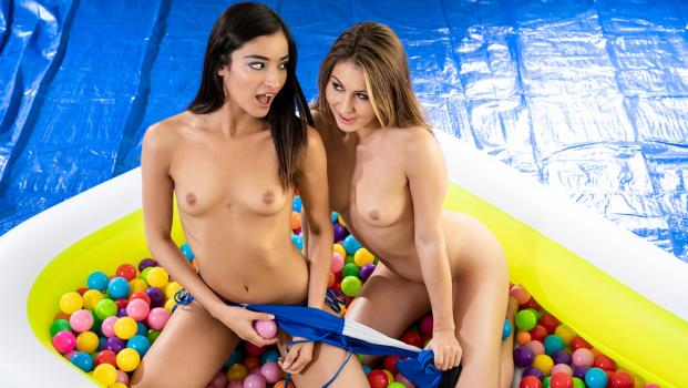 whengirlsplay-18-11-18-emily-willis-and-paige-owens-ballin-booties.jpg