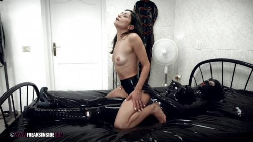 Valentina's First Time In Latex – Mistress Minerva And Valentina Bianco Part Three (Clip344). Oct 15 2017. Freaksinside.com (826 Mb)