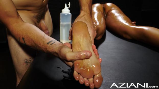 aziani-18-10-26-ziggy-star-enjoys-deep-full-body-massage-with-a-happy-ending.jpg