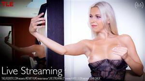 thelifeerotic-18-10-26-karol-lilien-livestreaming-2.jpg