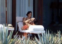 Emma Watson - bikini Cabo San Lucas, Mexico 10.13.2018 86903333_emmawatson-cabosanlucas101318_tcc-11