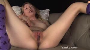 yanks-18-10-29-verronica-pretty-pussy-play.jpg